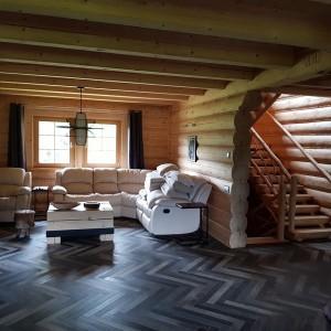 dom z bali wnętrze
